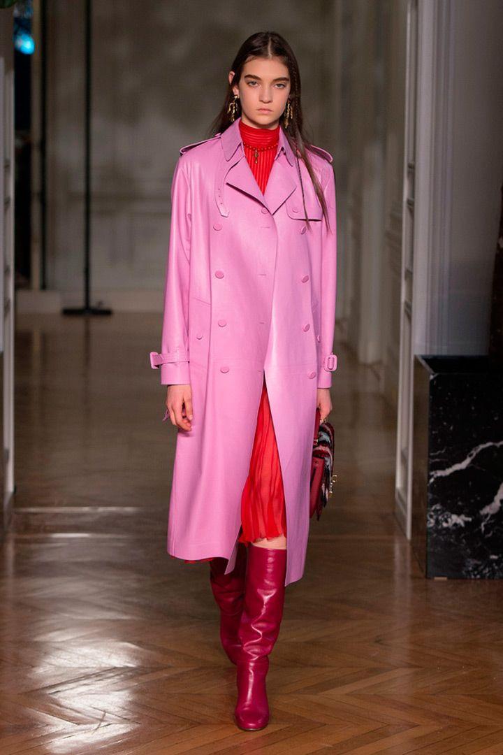 Valentino Fashion Week.    http://stylelovely.com/galeria/valentino-pfw-fw17-18/#page/5