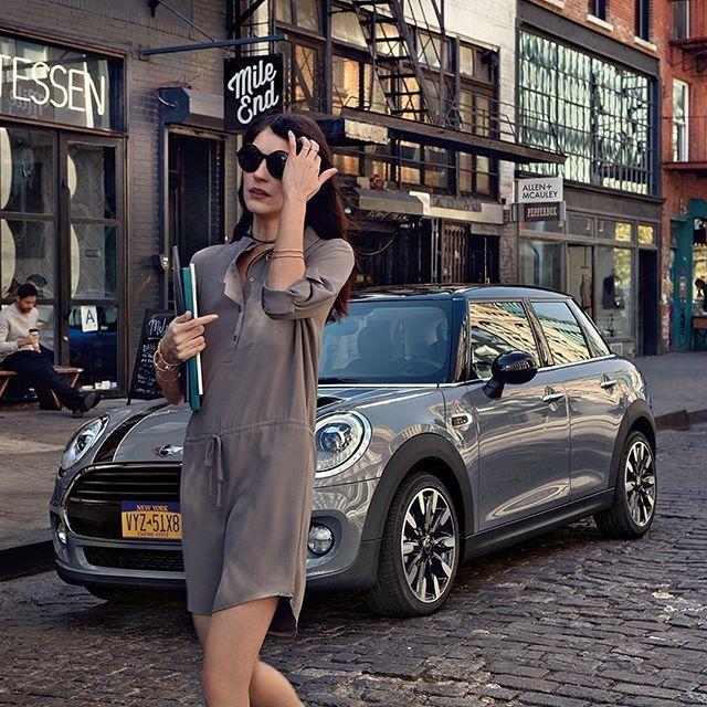 Always arrive in style. #MINI #5Door #Hatch [MINI 5-Door Cooper S Hatch Fuel consumption combined: 6.0 - 5.4 l/100km; CO2 emission combined: 139 – 125 g/km]