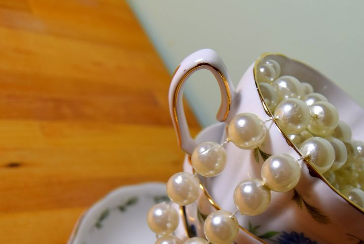 Shabby Chic Style : China Cups And Pearls..