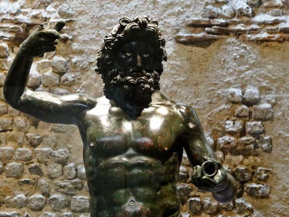 statue en bronze de jupiter retrouv e sur e site de gisacum il manque le sceptre du dieu. Black Bedroom Furniture Sets. Home Design Ideas