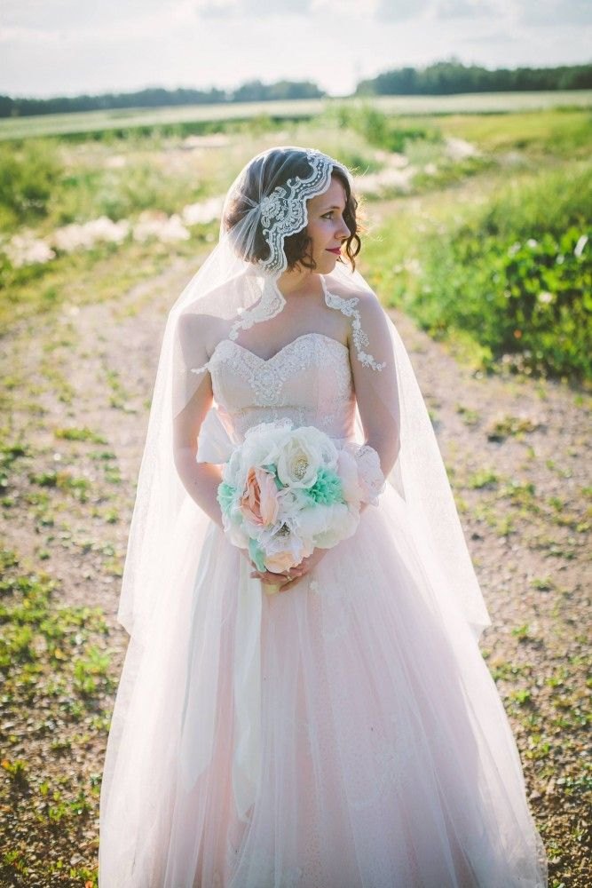 How to Make a Juliet Cap Wedding Veil | The DIY Mommy.    DIY Juliet Cap Veil Tutorial.  Handmade wedding veil.  So happy with how it turned out in the end.  :)