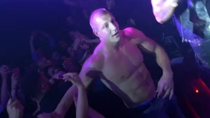 Shirtless Rob Gronkowski reportedly runs up over $100K bar tab at Foxwoods club