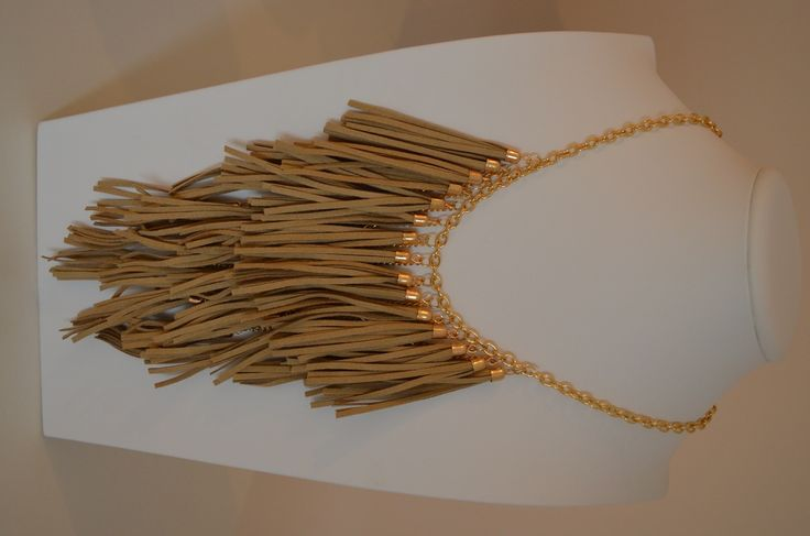 Ketting AREZZO– Sweet Deluxe Kleur:goud – kakibruin Sluiting:karabijnhaaksluiting Materiaal: metaal, stof Artikelnummer: 04178