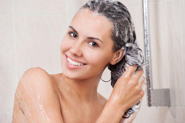 UDĚLEJ SI SÁM 6: Domácí BIO šampon Možná budete překvapeni, jak snadná a levná může být domácí výroba takového čerstvého voňavého šamponu. Ušetří vám nejen peníze, ale navíc dopřejete svému tělu oddych od příjmu jakékoli nežádoucí chemie a konz...