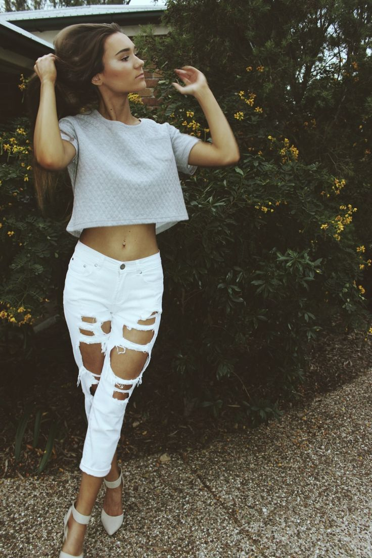 Spring Outfit - Ripped jeans and Crop top. Women's Fashion ...