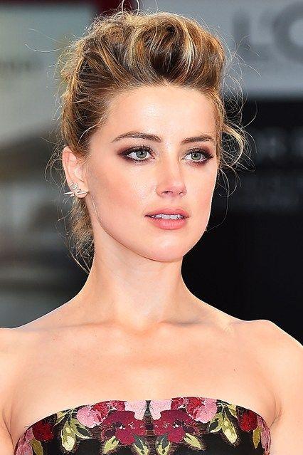 Chignon originali e capelli a lato: acconciature eleganti per le...