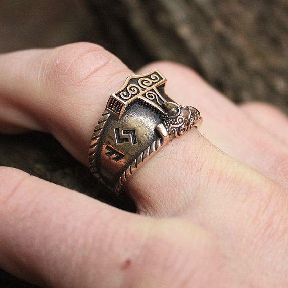 Bague bronze AUJA Runes bonne chance Mjolnir Thor par MAGICrebEL