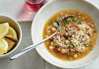 Sopa de quinua e grão-de-bico