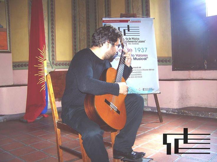 El guitarrista Carlos Lozano, estudiante de la cátedra a cargo del maestro Leonardo Lozano en Recital cierre de la Temporada. 1/04, 2pm (@temporadaBACH)   Twitter
