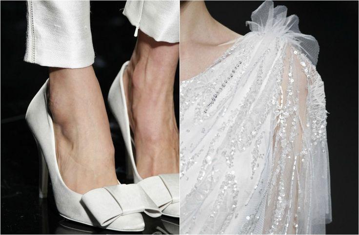 pantalón pitillo para novia, combinado con los icónicos Tacones de la firma. Vestido de novia, bordado enteramente de paillettes y con escote al hombro.