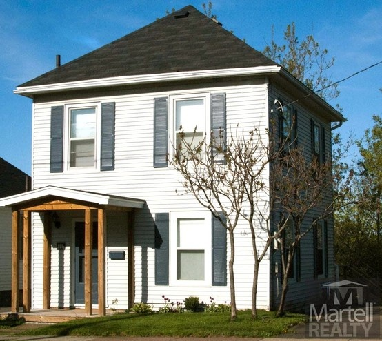 MLS®#: 2132678 - Beautiful 2 storey home ideally located close to the university, downtown and both hospitals. Character and charm abound in this 3 bedroom home on a large lot with access to two streets. The large triple paved driveway welcomes you home so you can relax in the beautifully landscaped and fenced yard with baby barn. The large living room and eat-in kitchen will afford you the space to entertain family and friends.