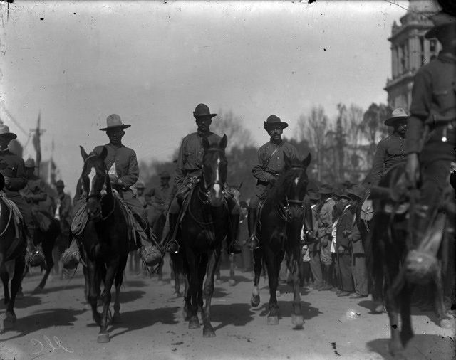 Photos of the Mexican Revolution: Felipe Angeles and other commanders of the Division del Norte