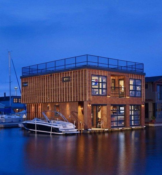 Хаусбот (плавучий дом) на озере Юнион в Сиэтле, штат Вашингтон