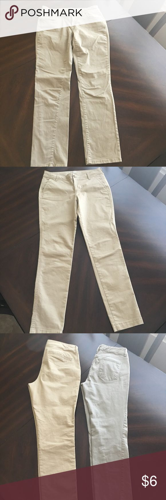2 Pairs women's pants size 6. 1 pair Sonoma Life and Style slim straight size 6S. 1 pair skinny Ajuste from Old Navy size 6. Pants Straight Leg