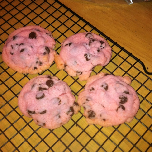 Pink chocolate chip shortbread cookies! | Crafts and recipes I have m ...