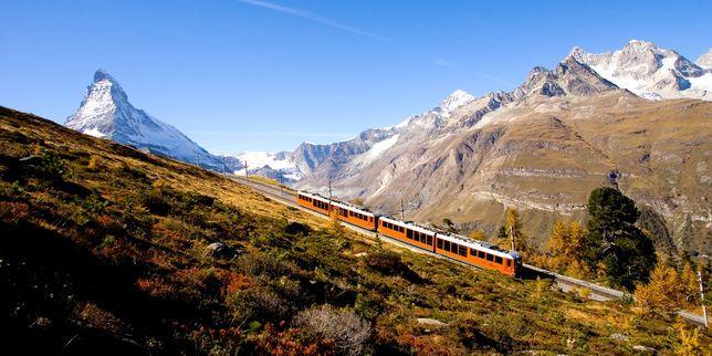 """Dans les Alpes suisses, """"le train rapide le plus lent du monde"""""""