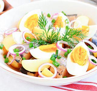 O zo gezonde haring is niet alleen lekker uit het vuistje! Deze haringsalade zal je niet alleen verassen, maar is ook nog eens gezond! #Powerslim  #Healthyfood