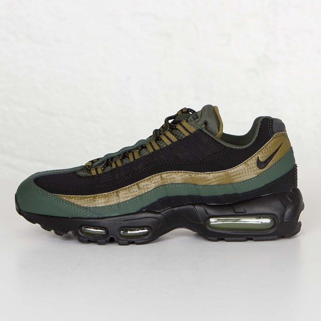 Nike Air Max 95 Trainers In Navy With Gum Sole