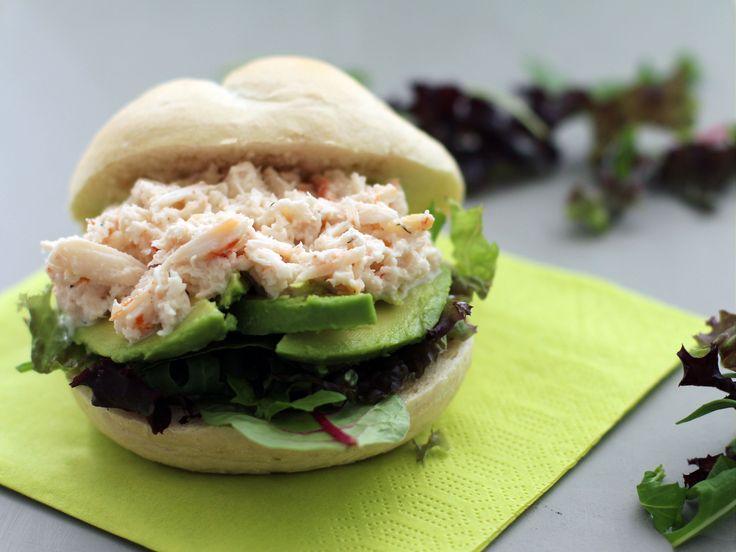 Blikje krab, avocado, dille, limoen/ koriander mayonaise 2 el , peper ,1/3 visbouillon blokje