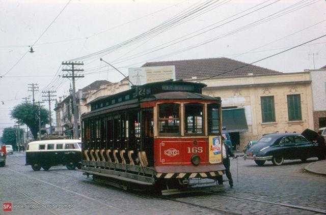 Pelo Belém, rumo a Praça Clóvis em maio de 1963 (clique para ampliar).