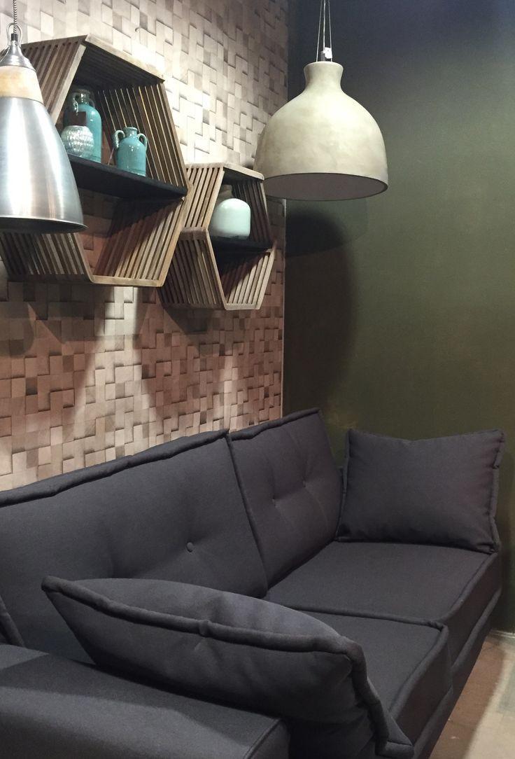 25 beste idee n over donkergrijze bank op pinterest donkere bank grijze bank decor en - Muur decoratie eetkamer ...