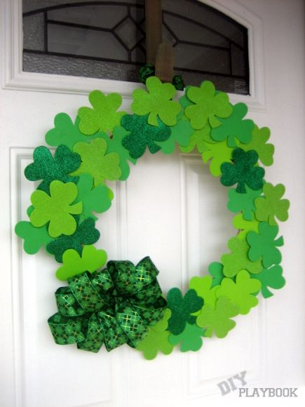 Dollar Tree Challenge. Make a $4 wreath with only supplies from the dollar store. Great St. Patrick's Day decor. www.thediyplaybook.com