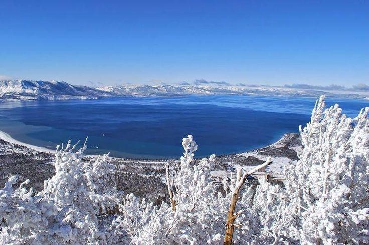 Na cordilheira de montanhas da Serra Nevada, nos Estados Unidos, é possível encontrar o Lago Tahoe. Sua região é muito famosa pela quantidade de estações de esqui e o clima perfeito para a prática de esportes na neve #DestinosEssenciais