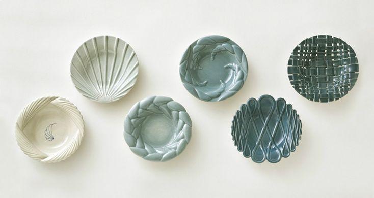 Marian Nenielsen: Plates, glazed porcelain, diametre 27 cm. 2008.