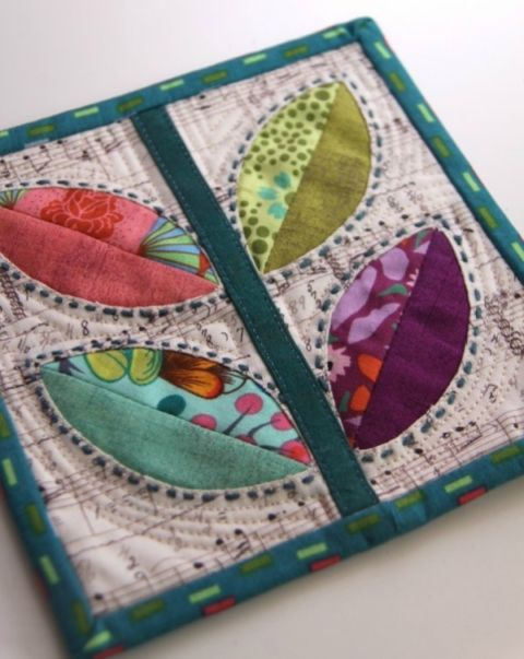Are you on the hunt for quilt inspiration? Look no further because this is an awesome line up of free mini quilt patterns, complete with pictures.