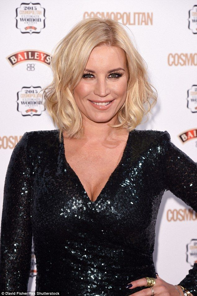 Keeping it simple: The blonde beauty styled her bob in loose curls and opted for natural m...