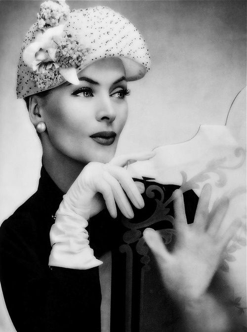 Ciao Bellissima - Vintage Glam; Model wearing a hat by Albouy, 1950s <3