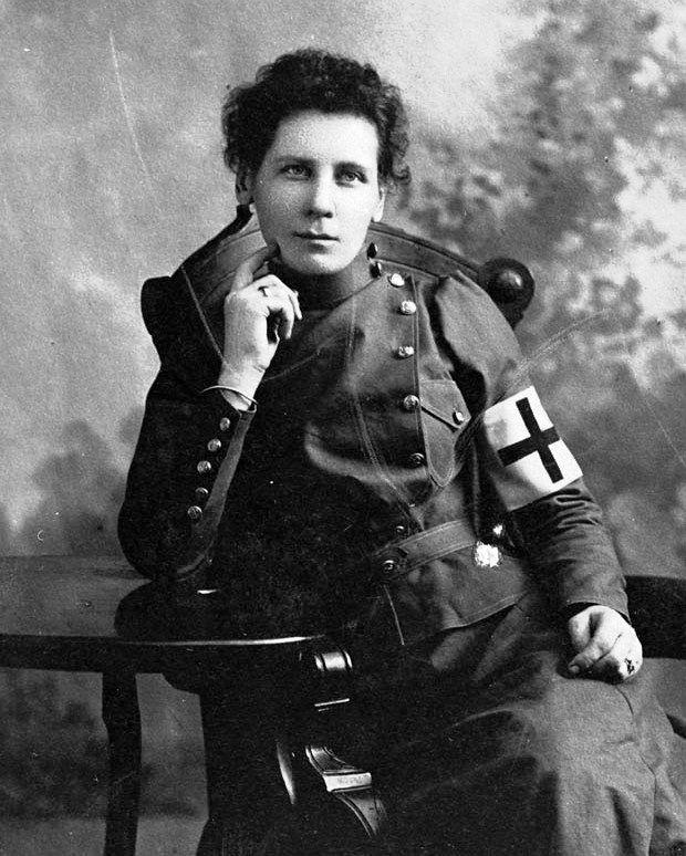 Canadian Nurse Deborah Hurcomb, 2nd Canadian Contingent, 1900, Boer War. (Library and Archives Canada Photo, MIKAN No. 3217003)