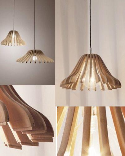 L mpara hecha con partes de ganchos para closet l mparas for Modelos de lamparas