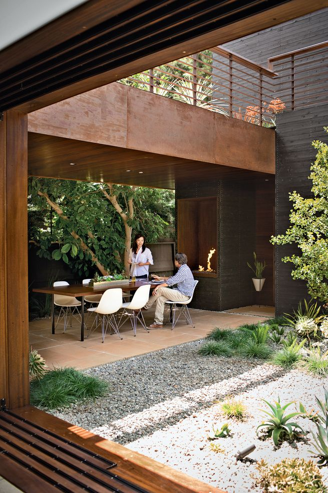 A MODERN BUNGALOW IN VENICE BEACH_venice home indoor outdoor dining room