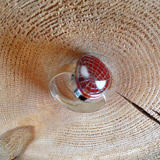 Grandeur  pierre ronde ,50  pouces - ,75 centimètres   Bague spider man en laiton.  Ajustable.  Frais de livraison 5$ Merci de nous suivre sur Facebook  www.facebook.com/Creations-JOM-Céramiques-Bijoux-340093916336505