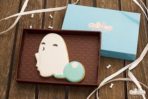 Fantasma con cadenas y bola, diseño de Galletea.  http://www.galletea.com/galletas-decoradas/