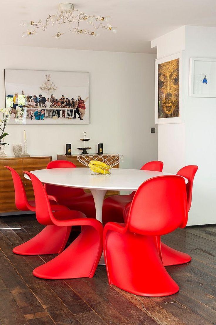 chaises panton en acier rouge table ronde blanc laqu et sol en bois massif