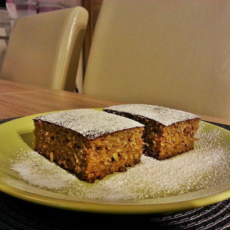 Ez a sütemény egy kirándulás apropóján készült el először: szerettem volna valami finom és egészséges nasit az útra, ami ...