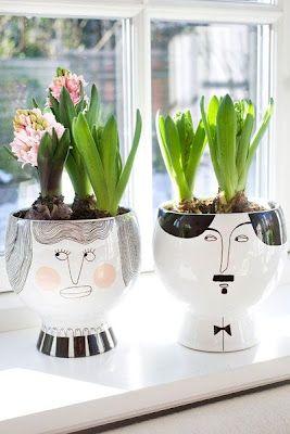 Bo rośliny dobrze się czują w ładnych doniczkach ;)