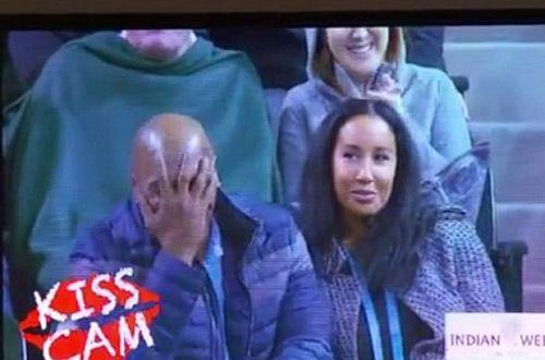 Майк Тайсон засмущался, попав в объектив «Камеры поцелуев» (видео)