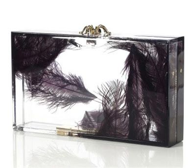 Transparente con plumas de Charlotte Olympia