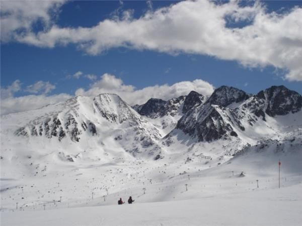 Skiing in Andorra on the wide boulevards #holiday #skiing #fun