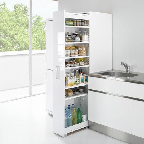ボックスでキッチンのすき間を目隠し&ホコリを防いで清潔。組立時にホワイトかシルバーの前面カラーが選べるリバーシブルタイプ。棚板は1cmピッチで収納物に合わせて。幅25cm以下でも収納できる隙間家具。