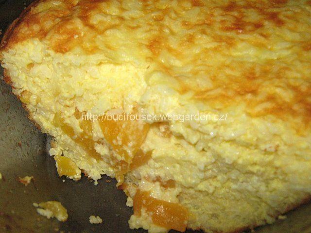 """""""Skvělý rýžový nákyp"""" - není suchý! SUROVINY3 sáčky rýže (NE sypaná, není tak dobrý), 1l mléka, 250ml vody, 150g másla, 100g cukru, 4 vejce (sníh), špetka soli, kompotované ovoce (broskve, meruňky, švestky...), strouhanka a trochu másla na vymazání a vysypání zapékací mísyPOSTUP PŘÍPRAVYZapékací mísu si vymažeme máslem a vysypeme strouhankou. Do velkého hrnce (líp se to míchá) nalijeme mléko, vodu,přidáme 50g másla a špetku soli.Na el. sporáku č.4 přivedeme pomalu k varu (nepřikr..."""