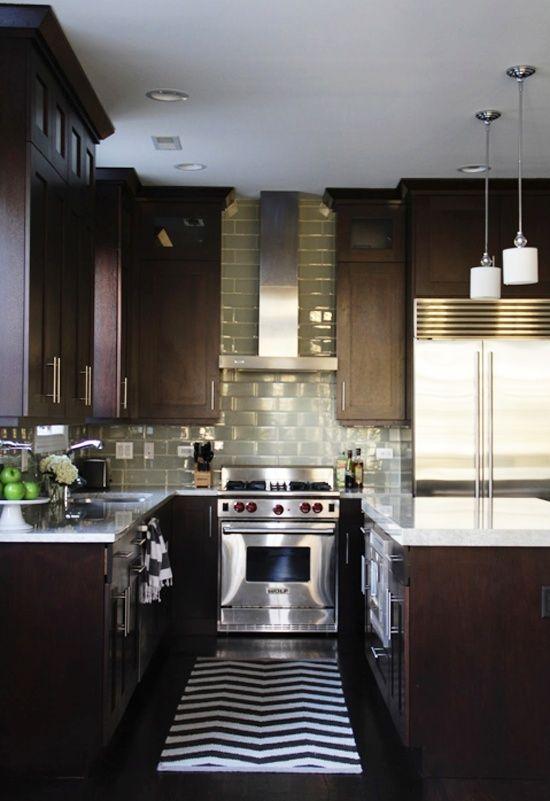 Dark cabinets, Light countertops
