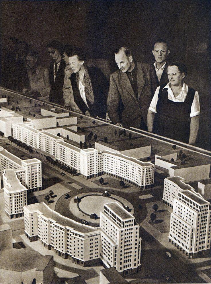 Berlin, Modell des Strausberger Platzes, Ost Berlin, 1952. Fotograf unbekannt.