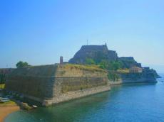 The only town on the island of Corfu — Kerkyra. Единственный город на острове Корфу — Керкира.