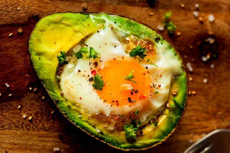 Ouă coapte în avocado | Retete culinare - Romanesti si din Bucataria internationala