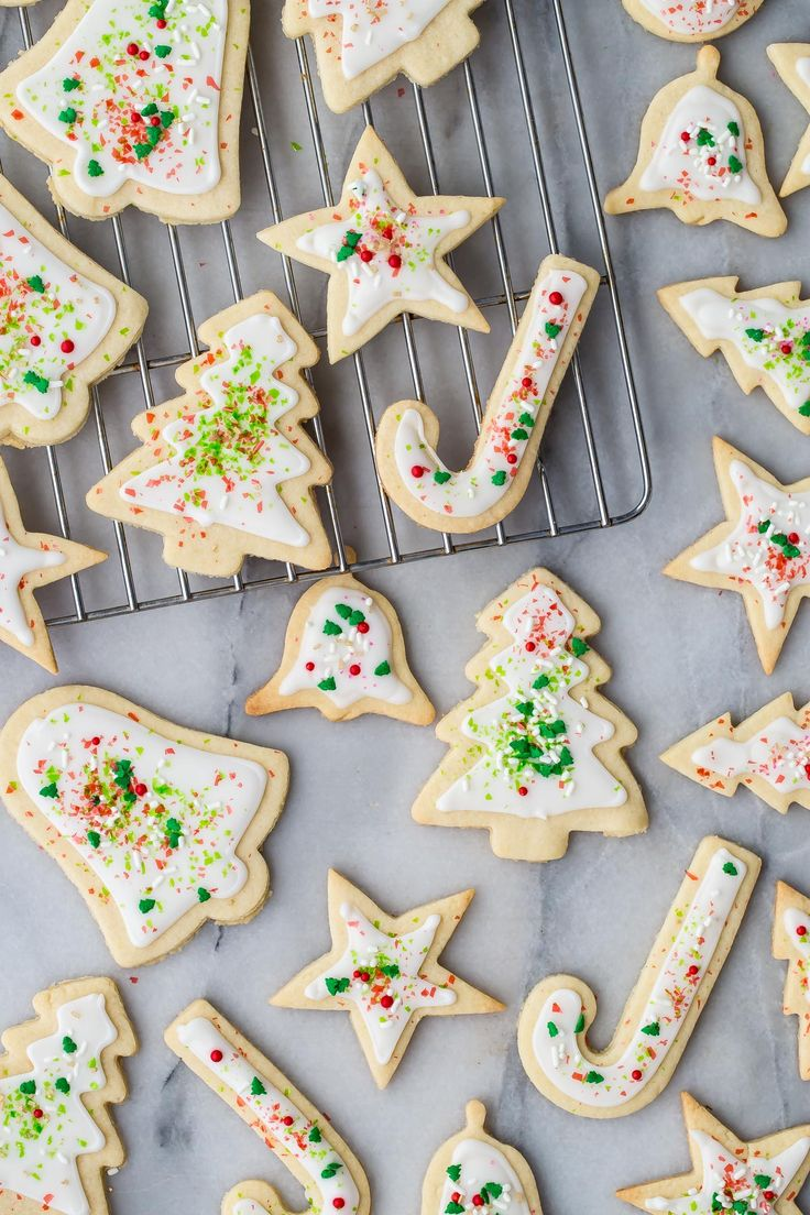 Make these perfectly festive sugar cookies this holiday season!