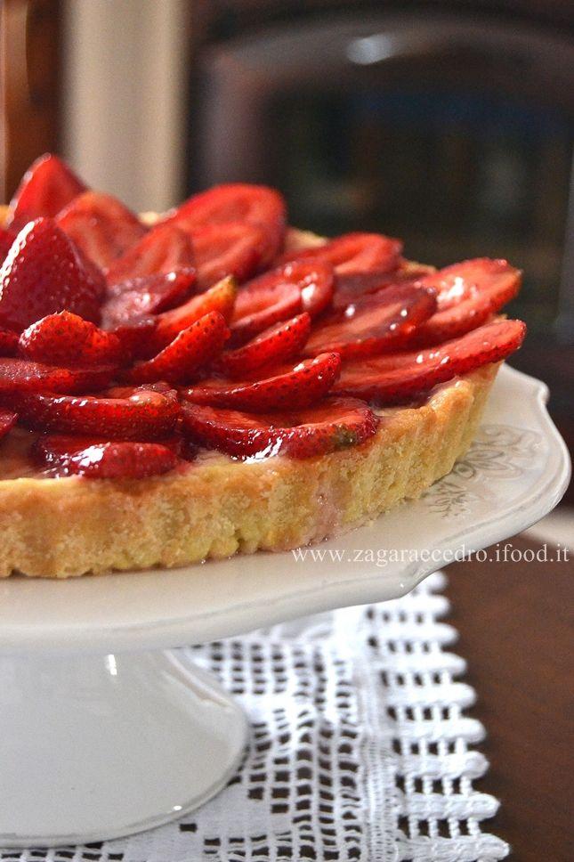 Crostata Fragole e crema pasticcera....vi faccio accomodare nella mia cucina! http://www.zagaraecedro.ifood.it/2015/05/crostata-con-fragole-e-crema-pasticcera.html